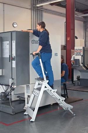 Leichtmetall-Sicherheitstreppe 41493, 3 Stufen, klappbar, mit Bügel, Modell Plazastep P   günstig bestellen bei assistYourwork
