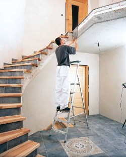 Genietete Stufen-Stehleiter 44153, 3 Stufen, einseitig begehbar, eloxiert, Modell Scana S | günstig bestellen bei assistYourwork