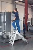 Leichtmetall-Sicherheitstreppe 41490, 2 Stufen, klappbar, ohne Bügel, Modell Plazastep P | günstig bestellen bei assistYourwork