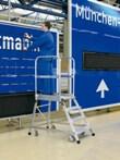 Z600 Podest-Treppe 41971, 3 Leichtmetallstufen, einseitig, fahrbar | günstig bestellen bei assistYourwork
