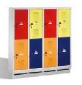 Kindergartenschließfachschrank EVOLO 4x2 Fächer, 1300x1190x300mm, Sockel | günstig bestellen bei assistYourwork