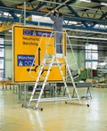 Z600 fahrbare Podestleiter 40073, beidseitig begehbar, 3 Stufen | günstig bestellen bei assistYourwork